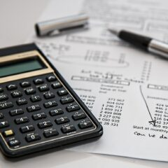 Jak wyliczyć swoją zdolność kredytową? Na co patrzą banki?